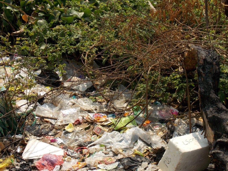 Sampah rumah tangga yang menumpuk