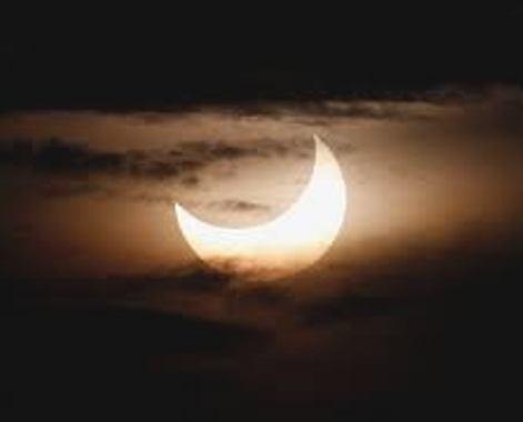 bulan tertutup