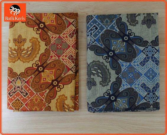 Memakai batik