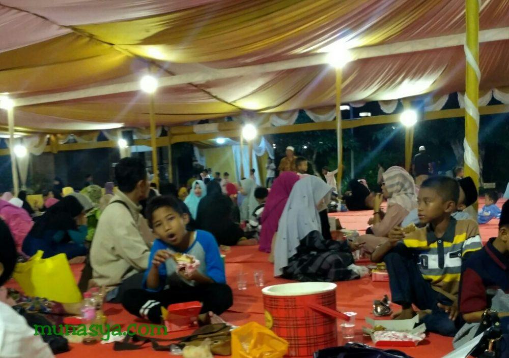 Buka bersama di masjid Namira